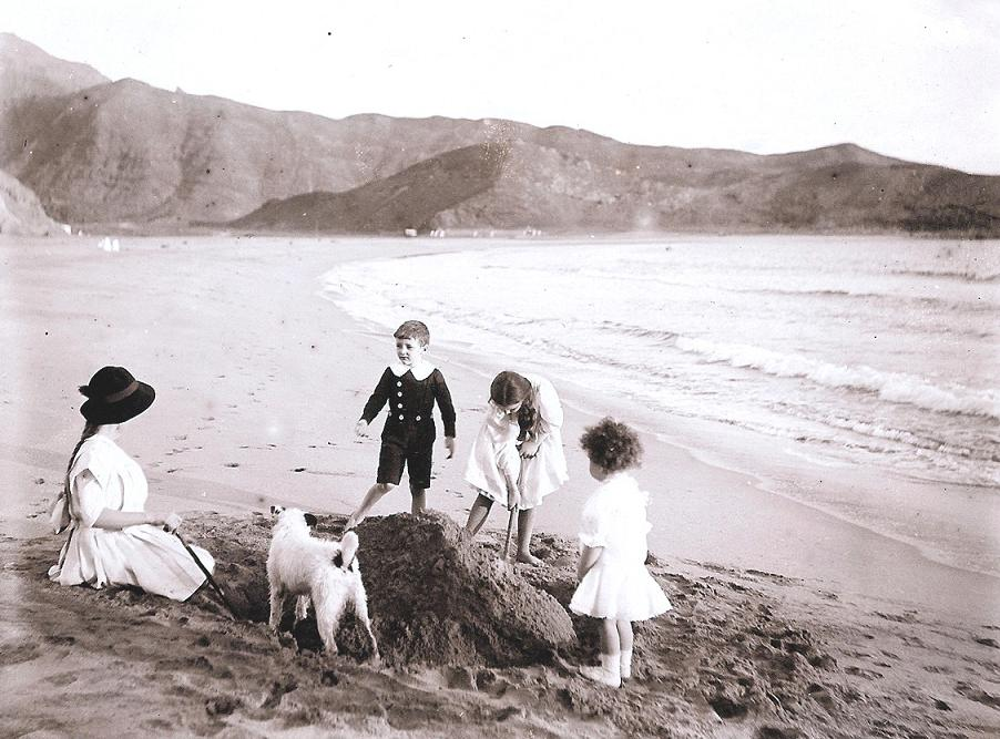Kitty Willoughby Smith with Alaric, Sheila and Clive, on the sands at Aden .